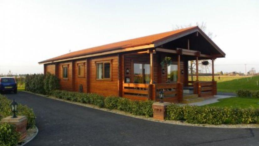 2 bed log cabin