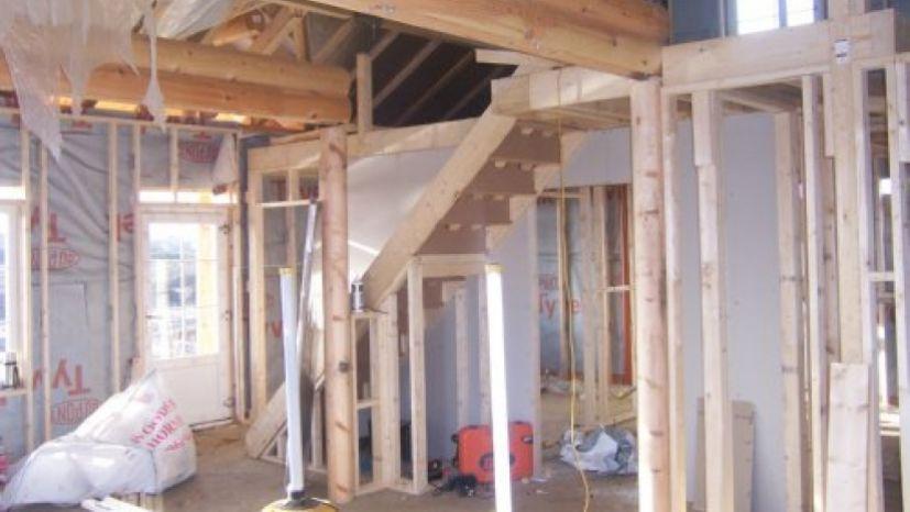inside round log build